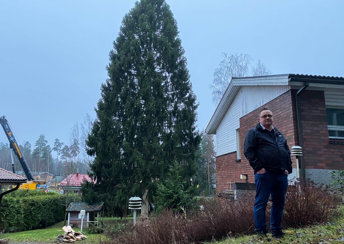 Turun tuomiokirkon joulukuusen haku Maskussa 25.11.2020.