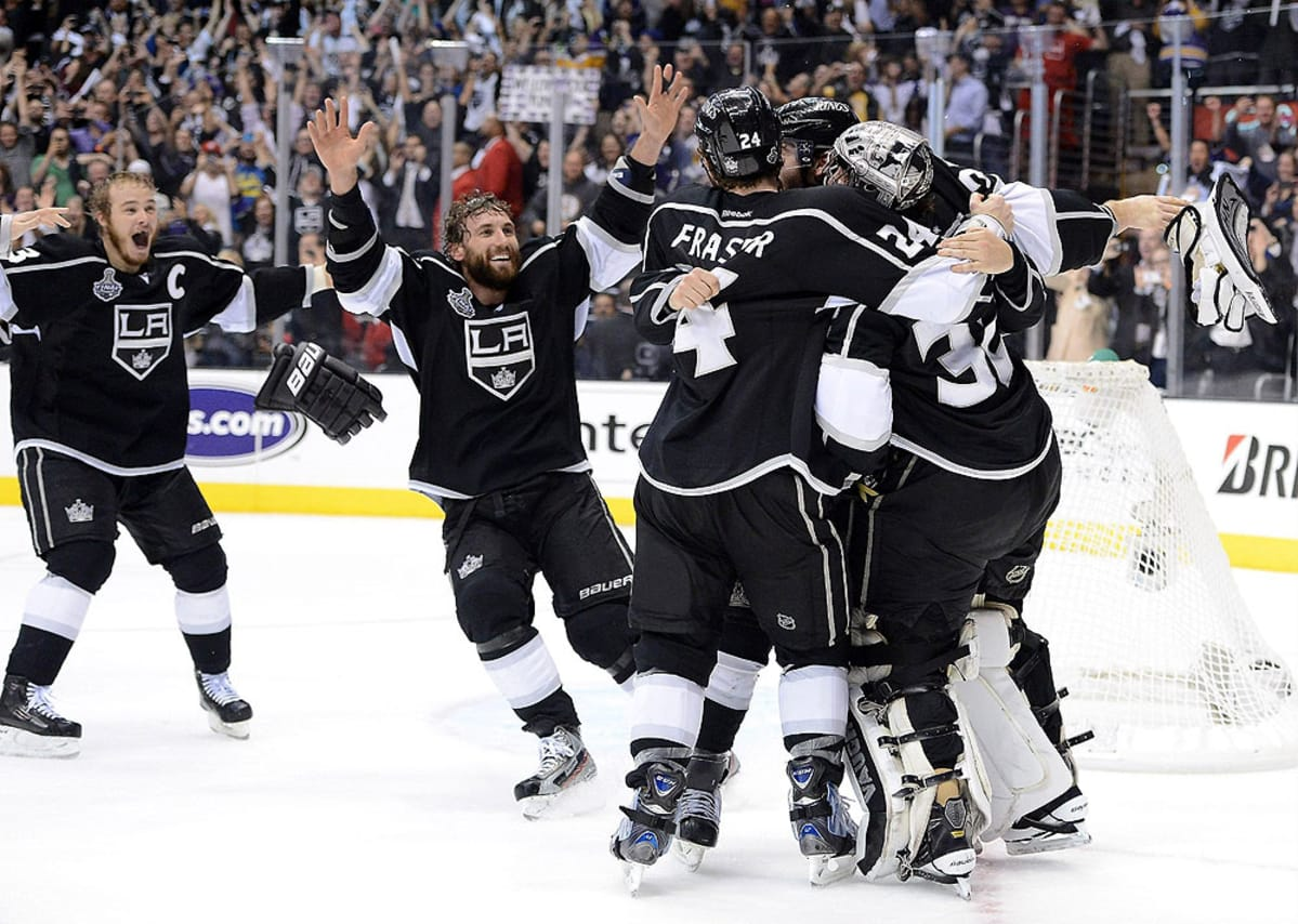 Los Angeles Kings juhlii Stanley Cupia.