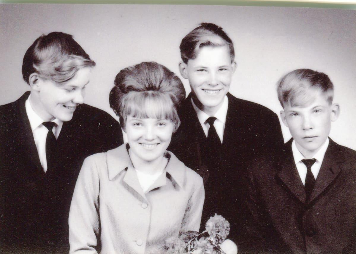 Jouppilan neloset rippikuvassa vuonna 1967.