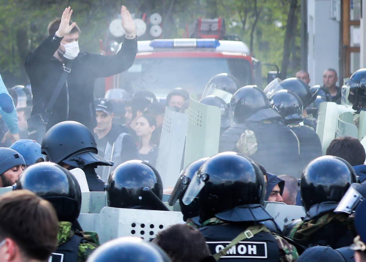 Koronaeristystä vastustava mielenosoitus Vladikavkazissa.