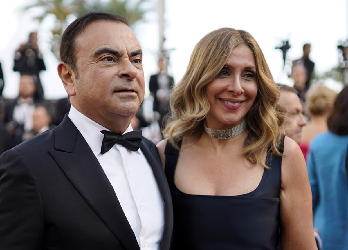 Kuvassa vasemmalla Carlos Ghosn ja hänen vieressään Carola Ghosn.