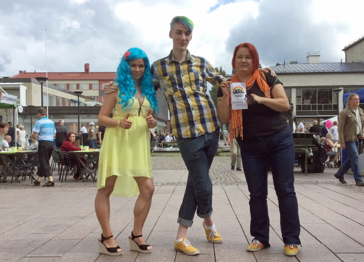 Kajaanin kaupunginvaltuutettu Elina Kurikka, opiskelija Niklas Kivelä ja Pride-aktivisti Minna Moira Parkkinen.