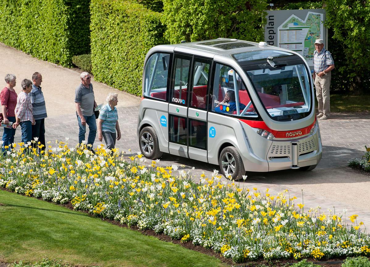 Itseajava sähköbussi Arma 10. toukokuuta 2016.