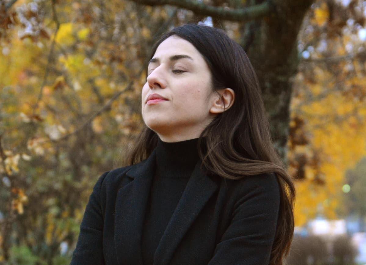 Shena Razabi syksyisessä maisemassa