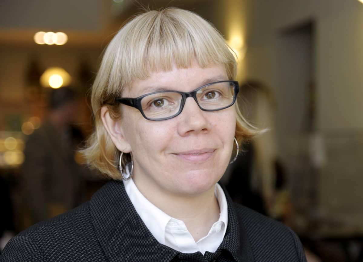 Elina Grundström