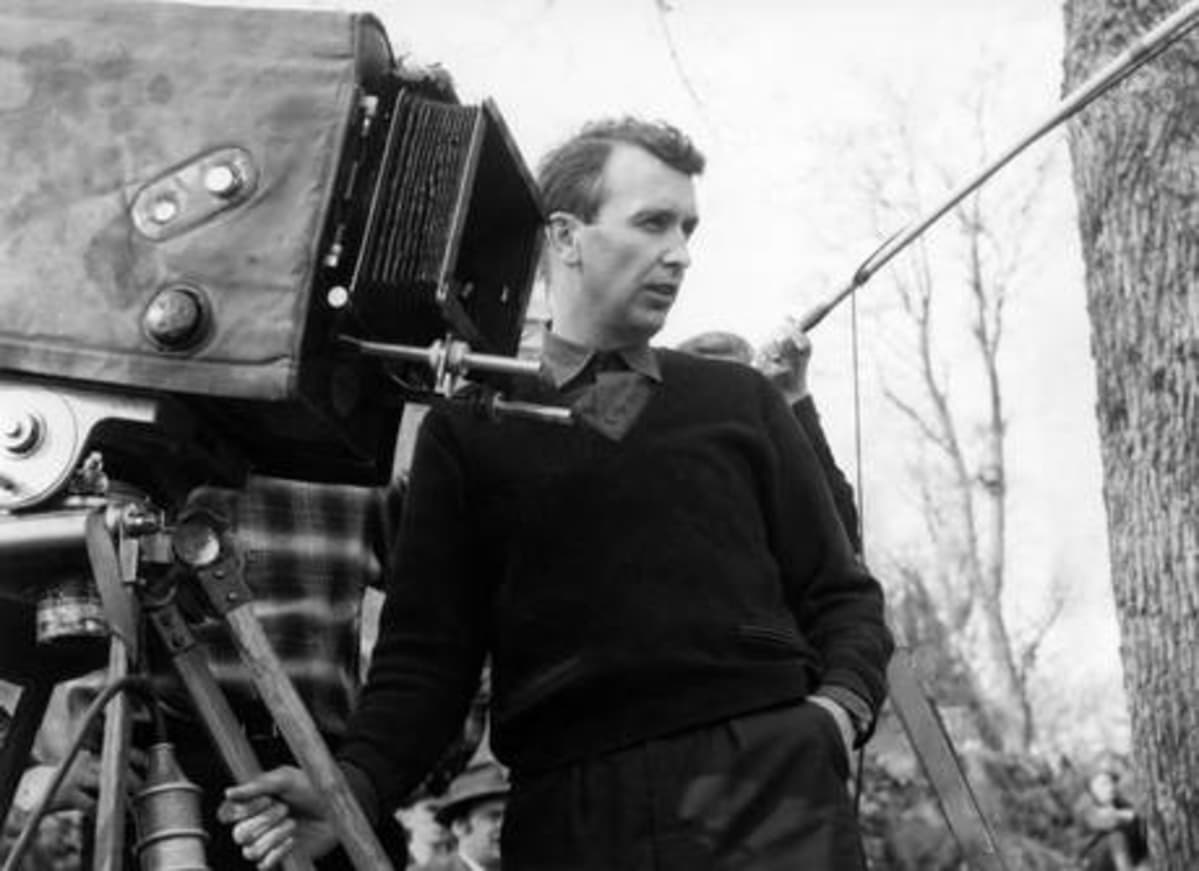 Ohjaaja Matti Kassila elokuvan Tähdet kertovat, komisario Palmu kuvauksissa 1962.