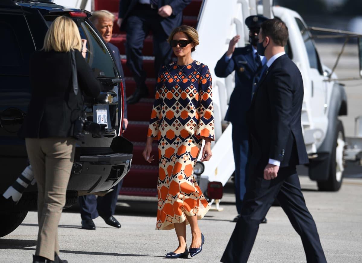 Melania ja Donald Trump lentokentällä