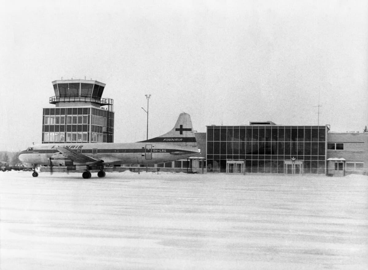 Finnairin kone ja asema noin vuonna 1970.