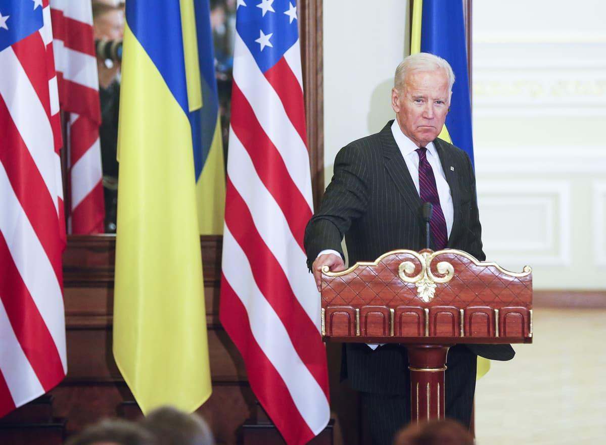 Joe Biden varapresidenttinä vierailulla Ukrainassa