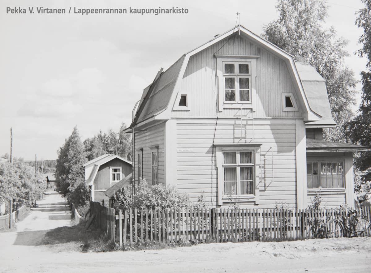 Hakali vuonna 1955. Kalevankadun ja Kulmakadun risteys.