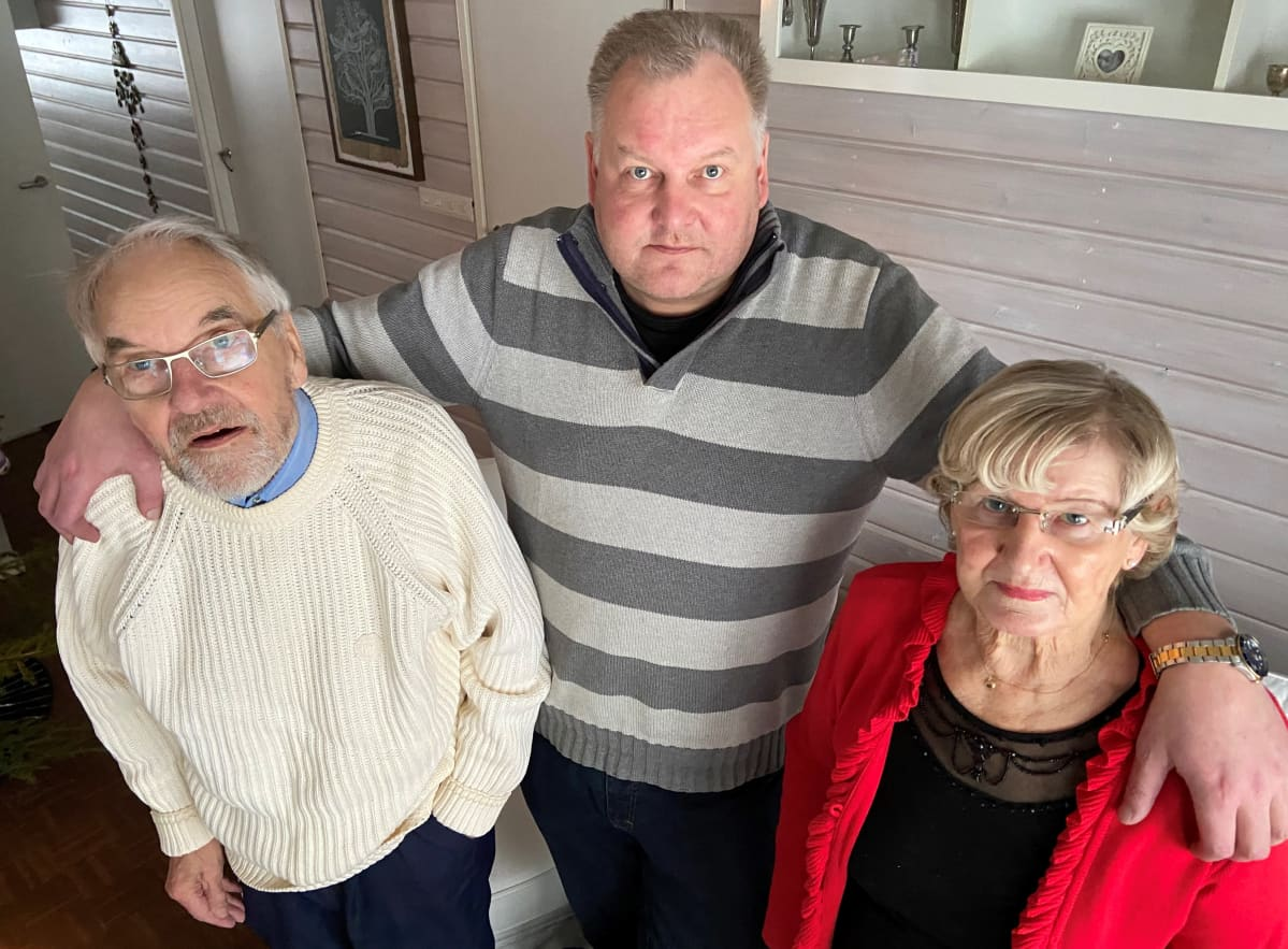 Vennu, Esa ja Maire Kääriäinen selvisivät koronaviruksen aiheuttamasta taudista.
