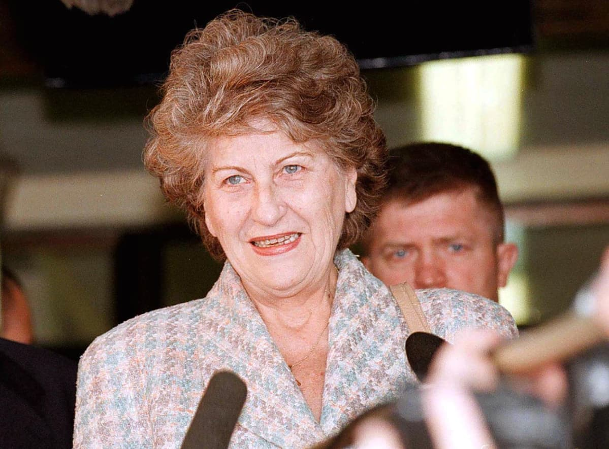 Biljana Plavšić oli 1996-98 Bosnian serbitasavallan presidenttinä. Hänet tuomittiin Bosnian sodan aikaisista sotarikoksista vankilaan ja hän vietti vankeusaikansa 2003-2009 Ruotsissa.