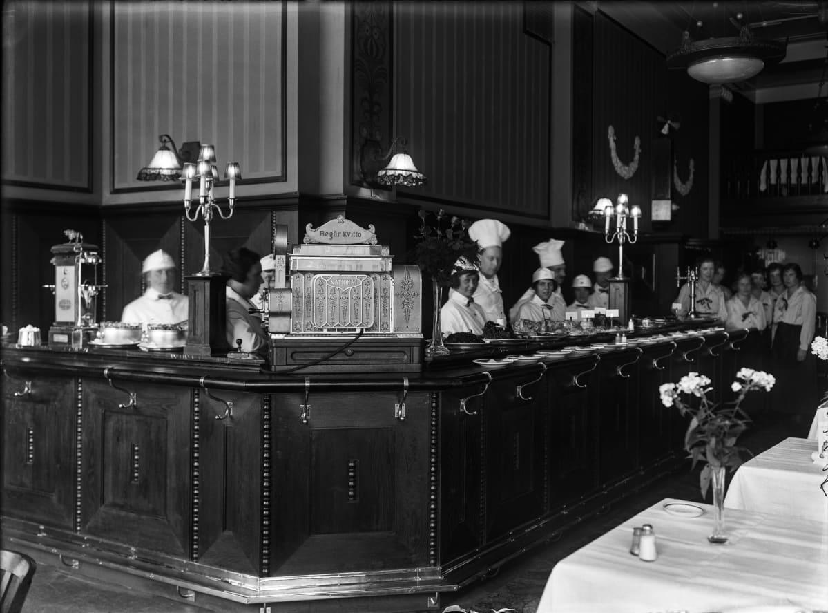 Hotelli Seurahuone kuvattuna 1923 tai 1924