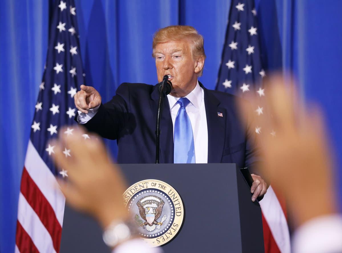 Presidentti Donald Trump lehdistötilaisuudessa.
