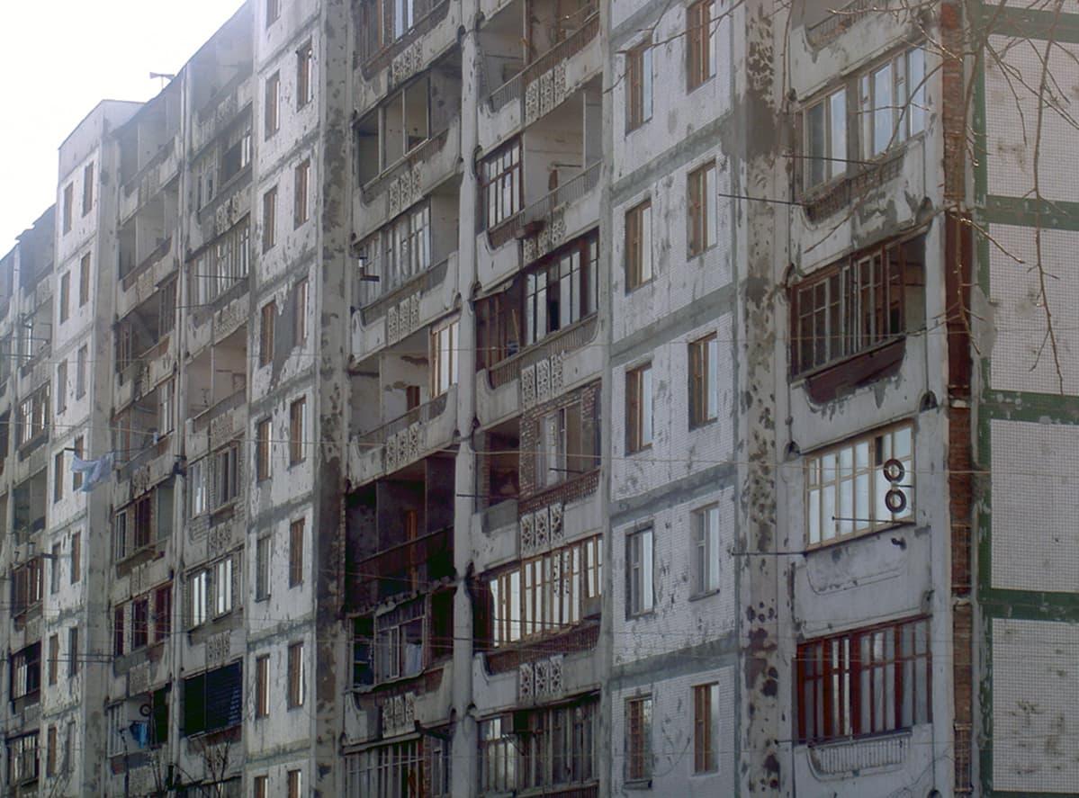 Tulituksessa vaurioituneita taloja