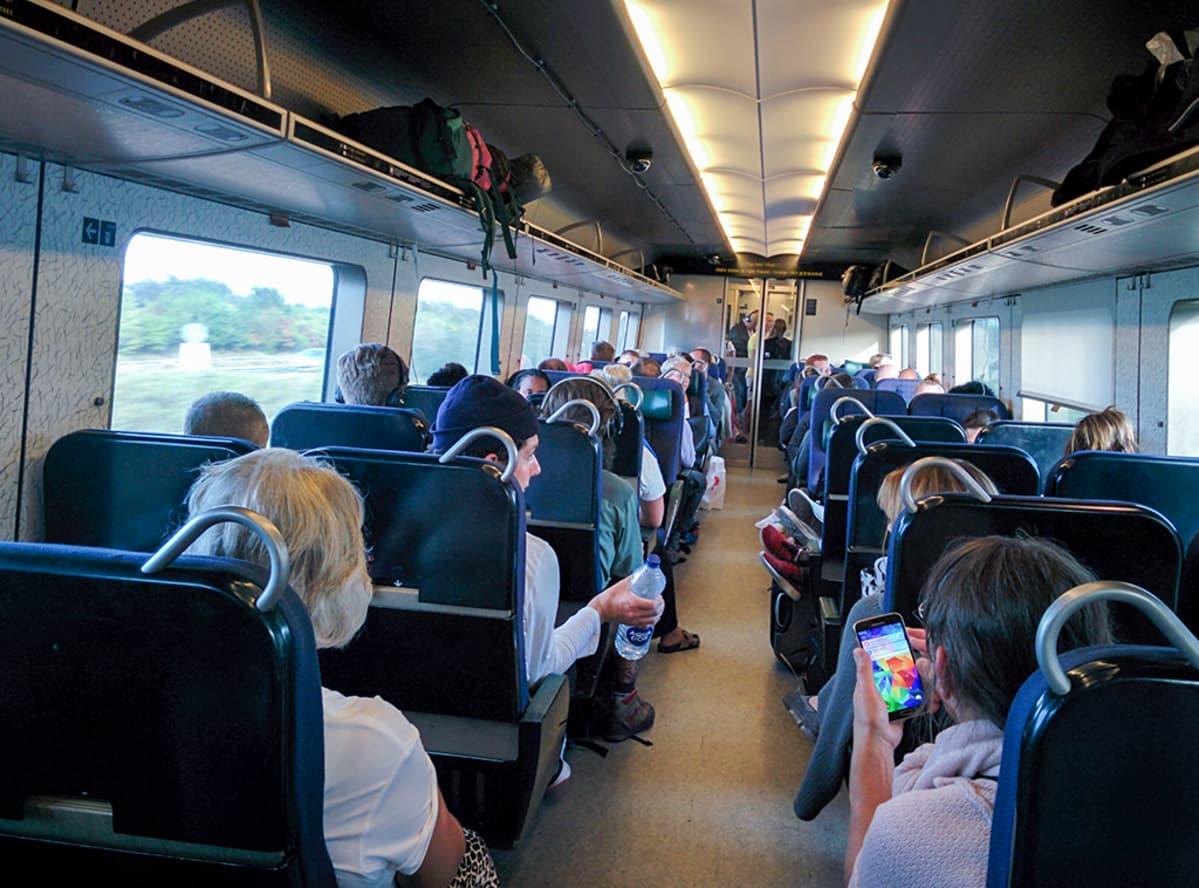 Junamatkustajat tarkastetaan Kööpenhaminassa ja Ruotsin Hylliessä.