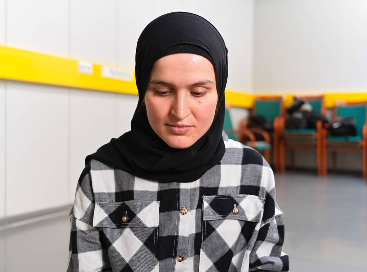 Arwa Benkherouf  Oulun yliopiston hiljaisessa huoneessa