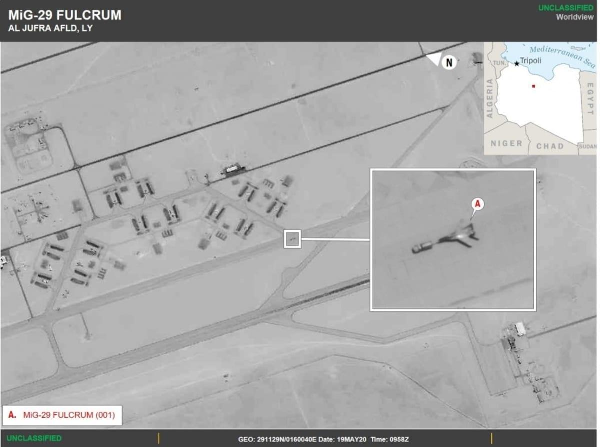 Satelliittikuvassa näkyy MiG-29-kone Libyassa.