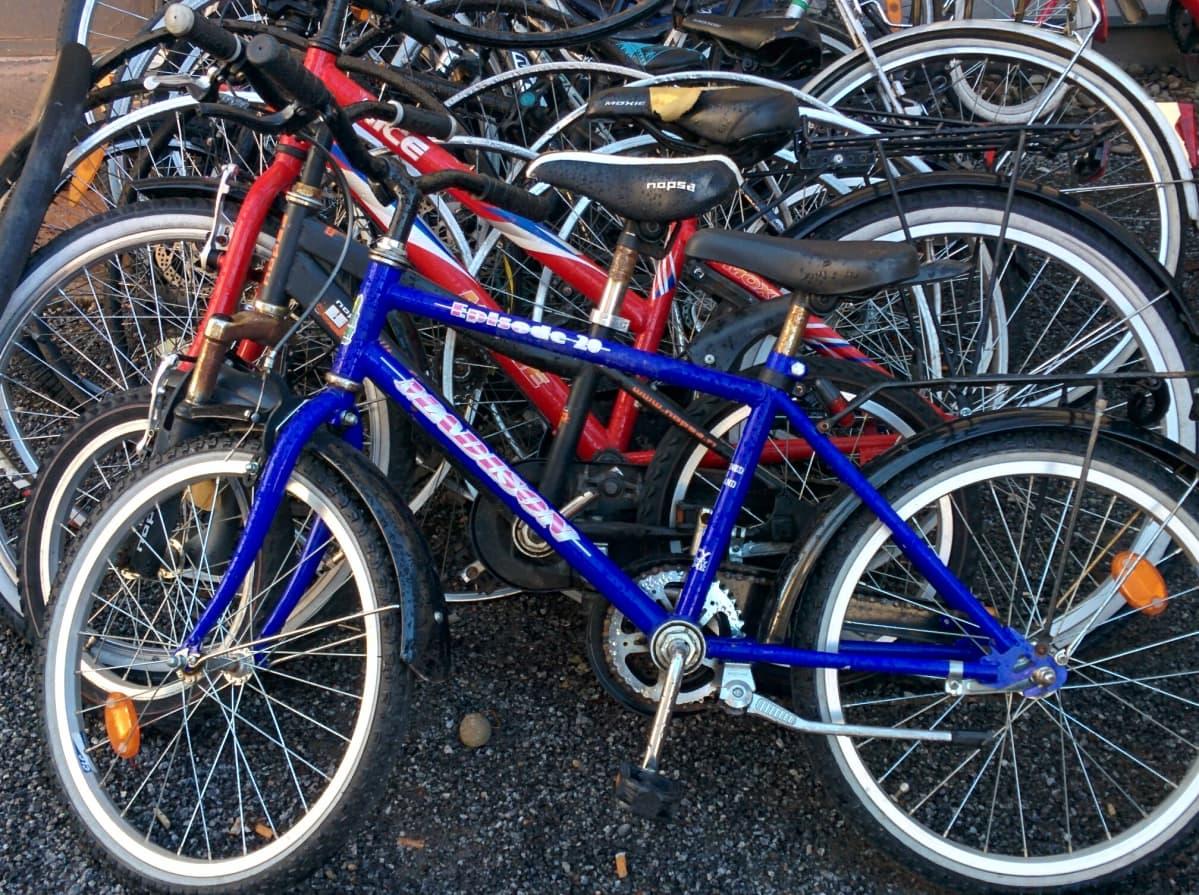 Polkupyöriä tuodaan nyt runsaasti keväthuoltoon.
