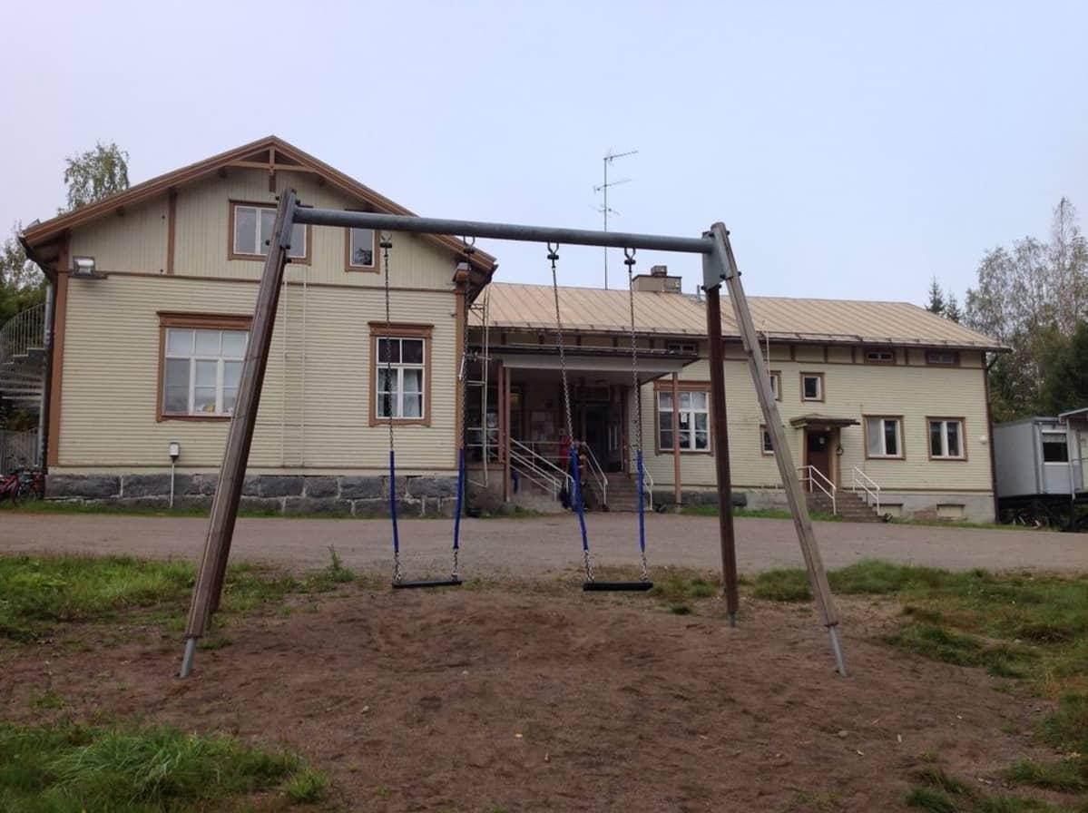 Koulurakennus.