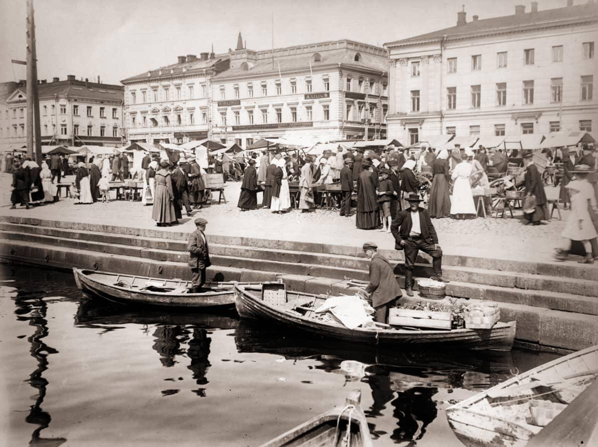 Kauppatori vuonna 1919.