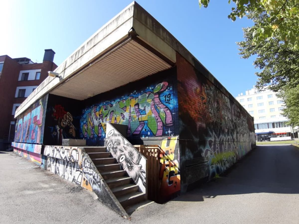 Kuva graffitimaalauskokonaisuudesta Riihimäellä