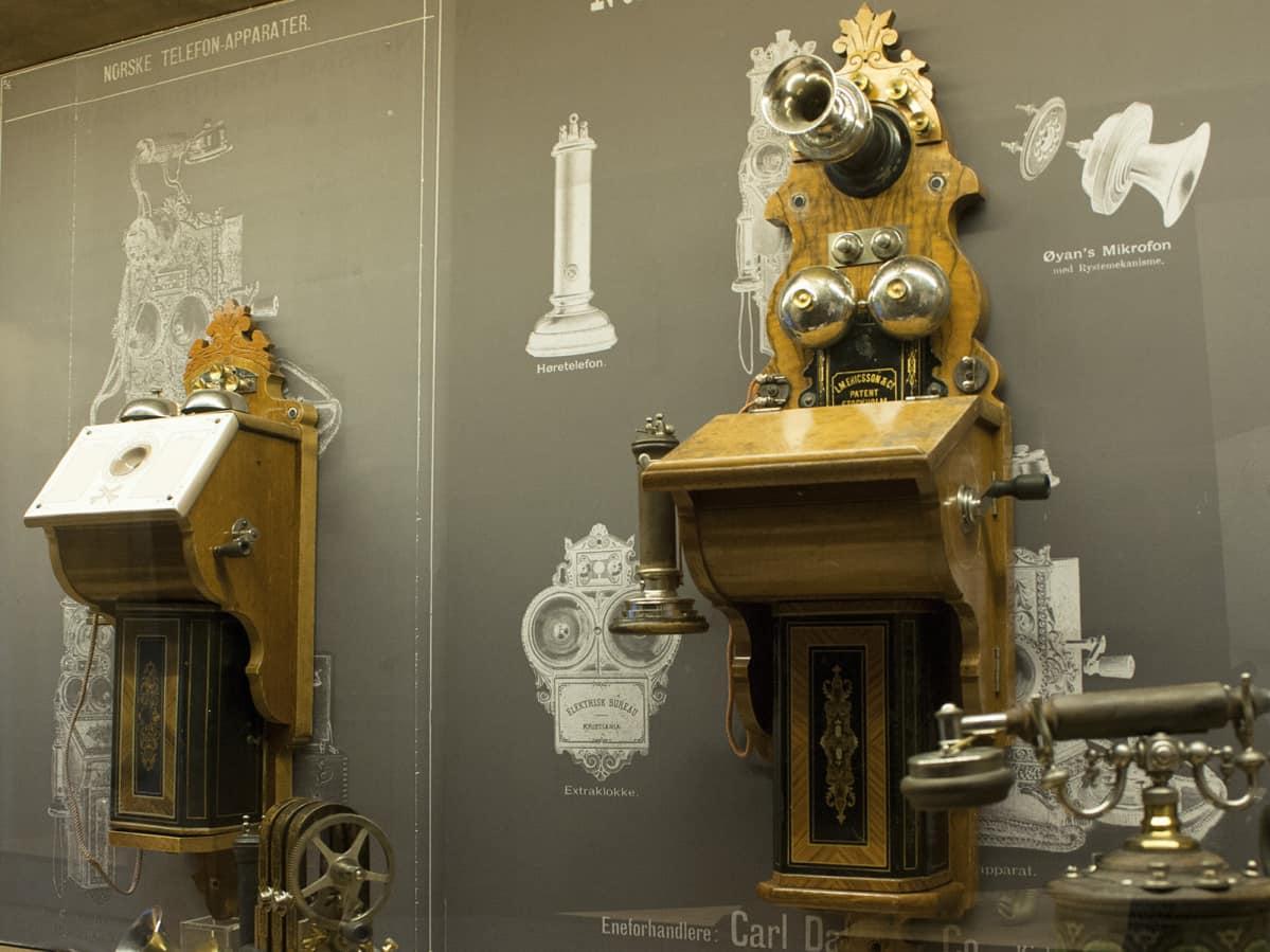 1800-luvun puhelimia museossa.
