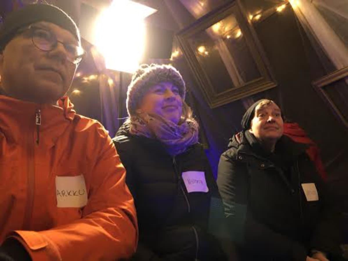 Markku, Henna ja Irene osallistuivat Erätauko-keskusteluun Lahden joulutorilla.