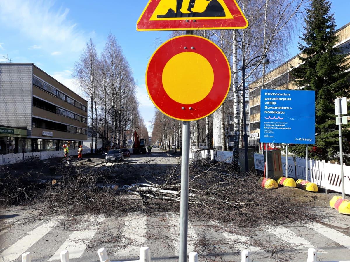 Kirkkokadulla on alkanut remontti Koskikadun ja Suvantokadun välillä. Maanantaiaamuna kadulle ilmestyi ajokieltomerkki.