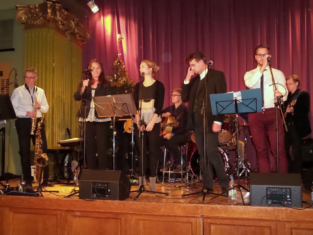 orkesteri lavalla