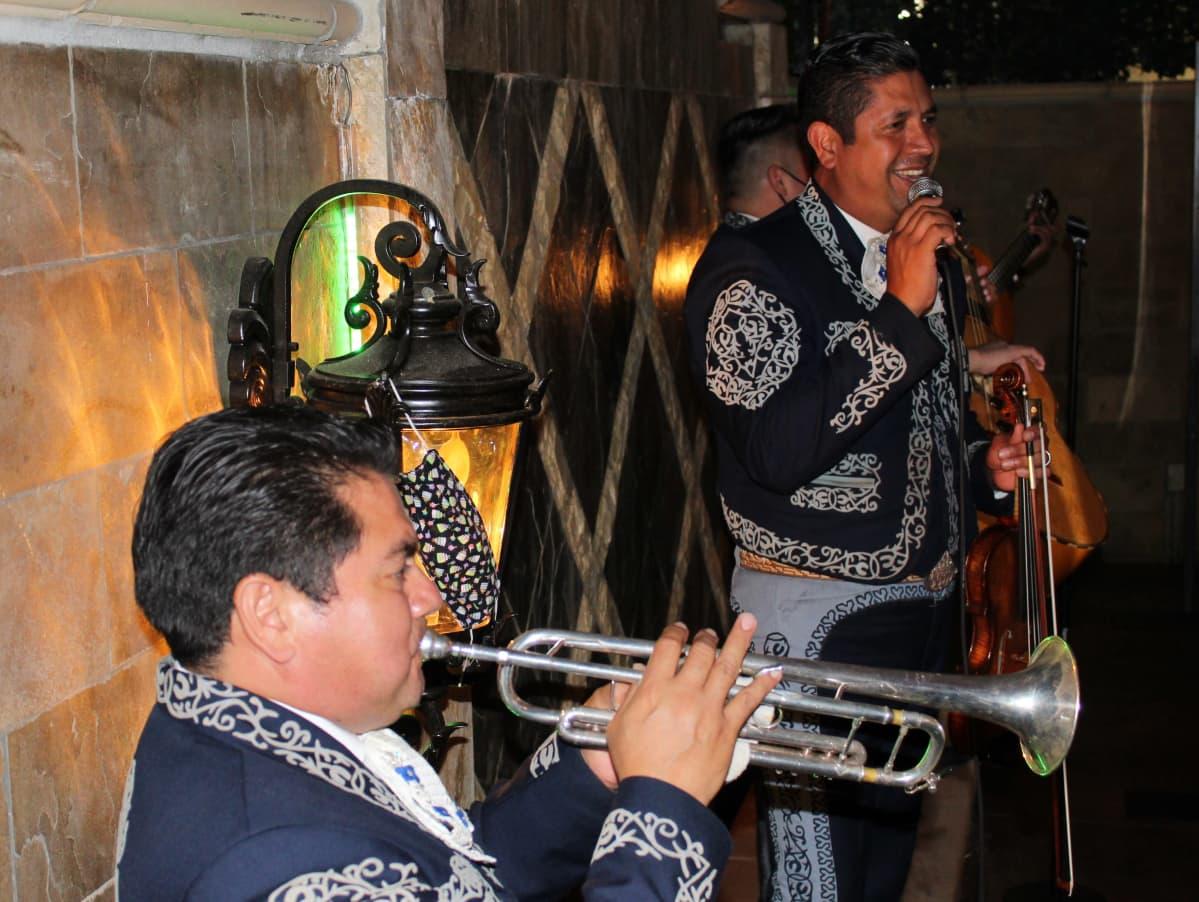 Kuvassa on mariachi-orkesterin soittajia Los Angelesissa lokakuussa 2020.