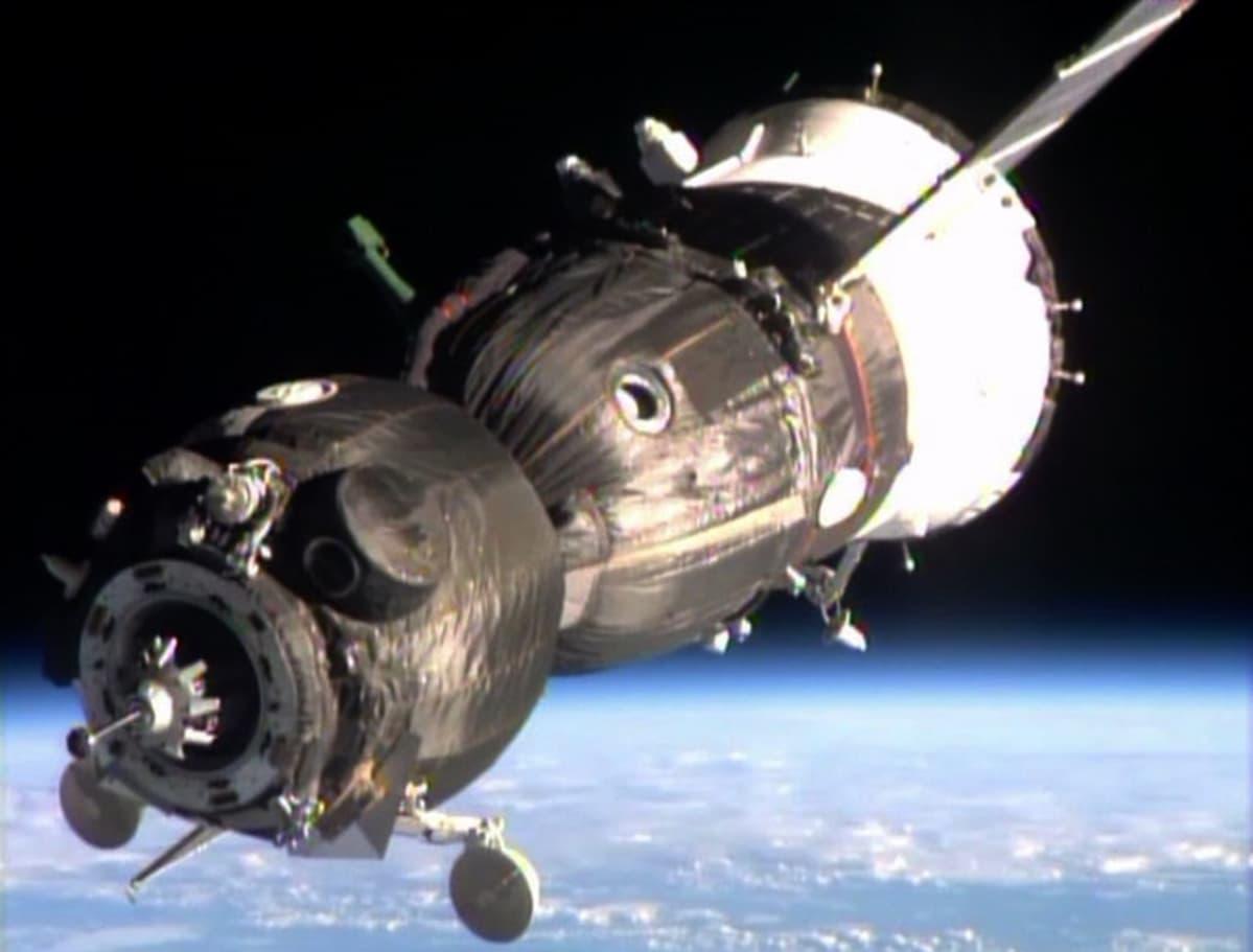 sojuz-avaruusalus avaruudessa