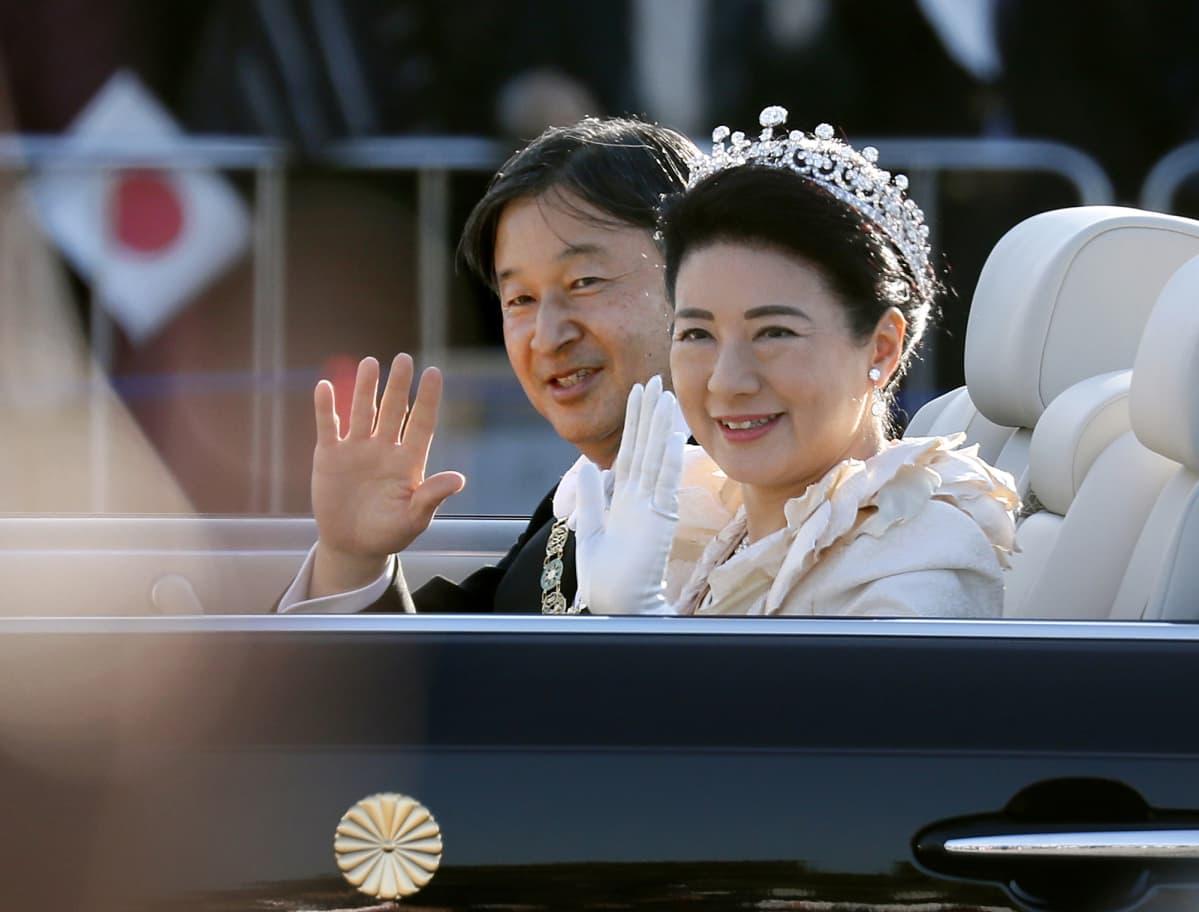 Japanin keisari Naruhito ja keisarinna Masako.