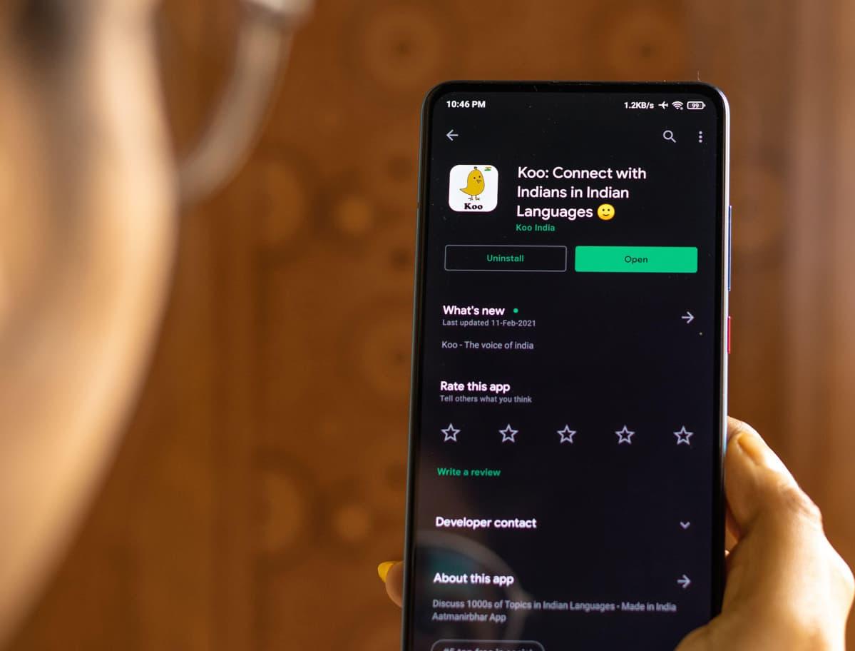 Intialainen Koo applikaatio puhelimessa.