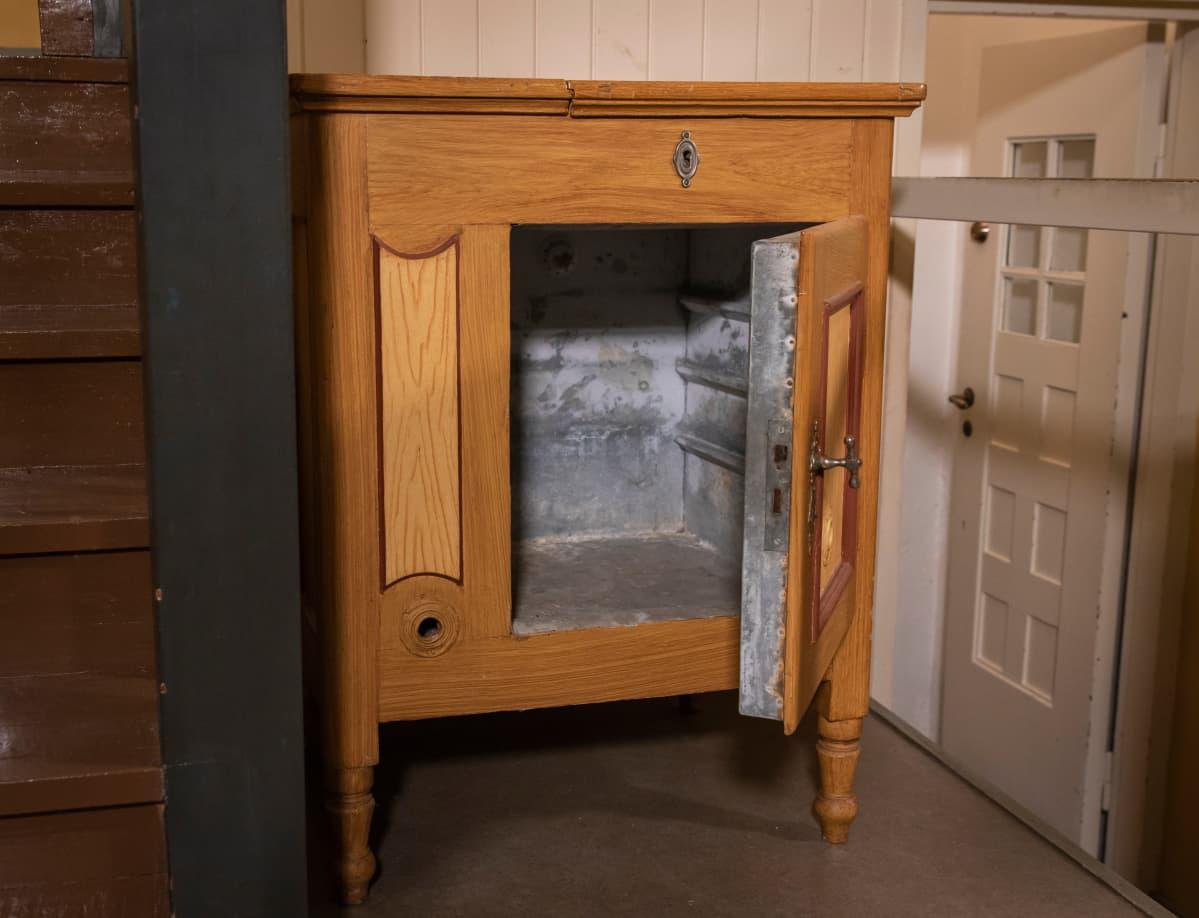 Hvitträskin alkuperäinen jääkaappi.