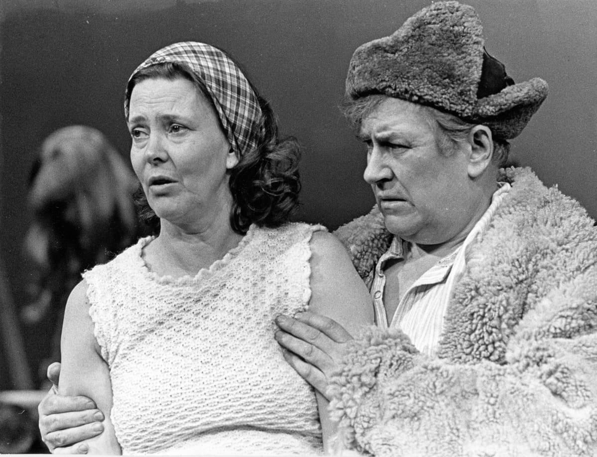 Tiina Rinne ja Sakari Jurkka näytelmästä Kaisa ja Otto, 1977.
