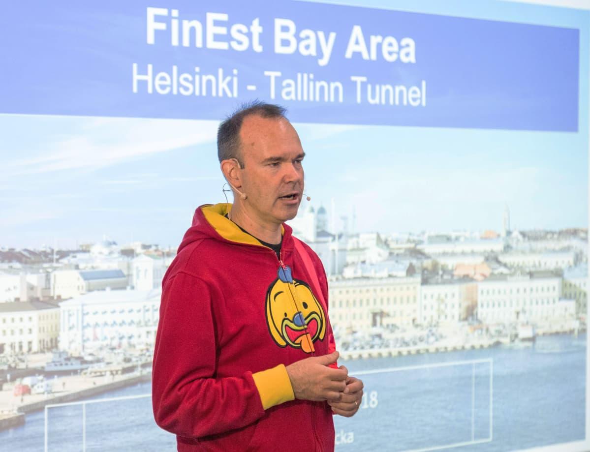 Peter Vesterbacka esittelemässä Tallinna-tunnelihanketta tammikuussa 2018.