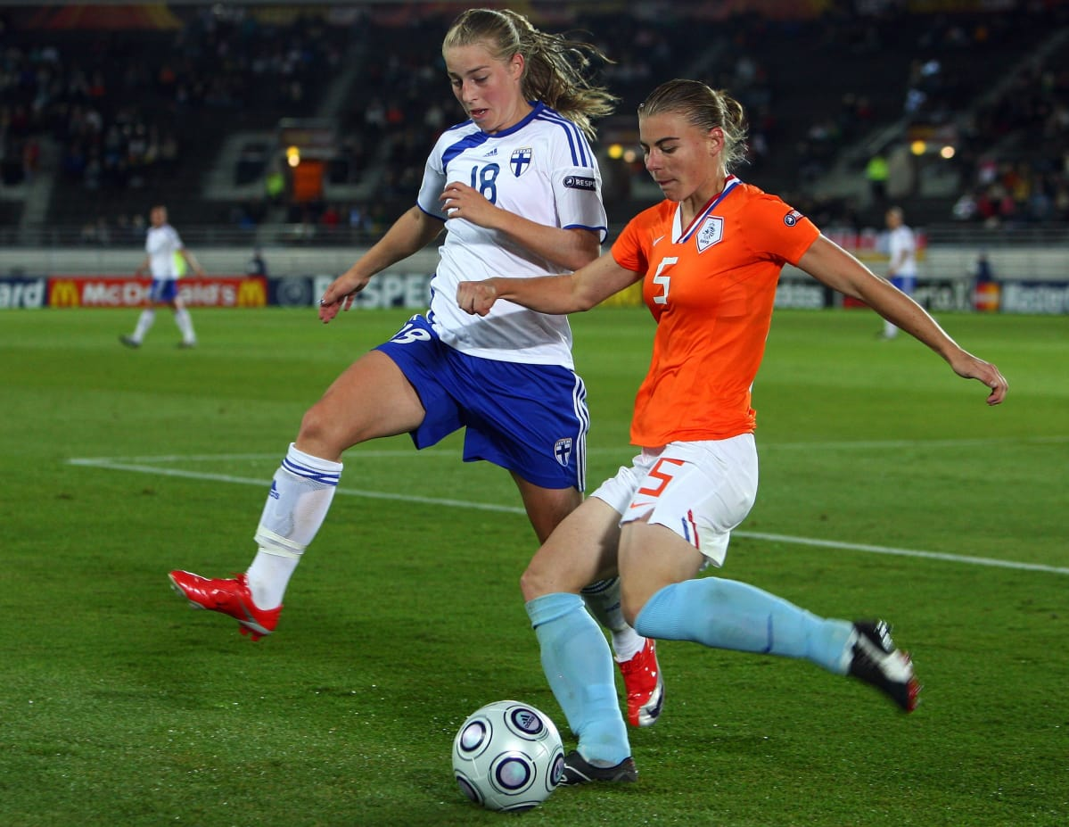 Linda Sällström of Finland (L) tries to tackle Petra Hogewoning of the Netherlands during the UEFA Women's Euro 2009 group A preliminary match between Netherlands and Finland at the Olympic stadium on August 26, 2009 in Helsinki, Finland.