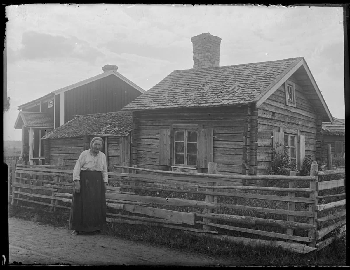 Lovisa Törndal Oravaisissa vuonna 1916