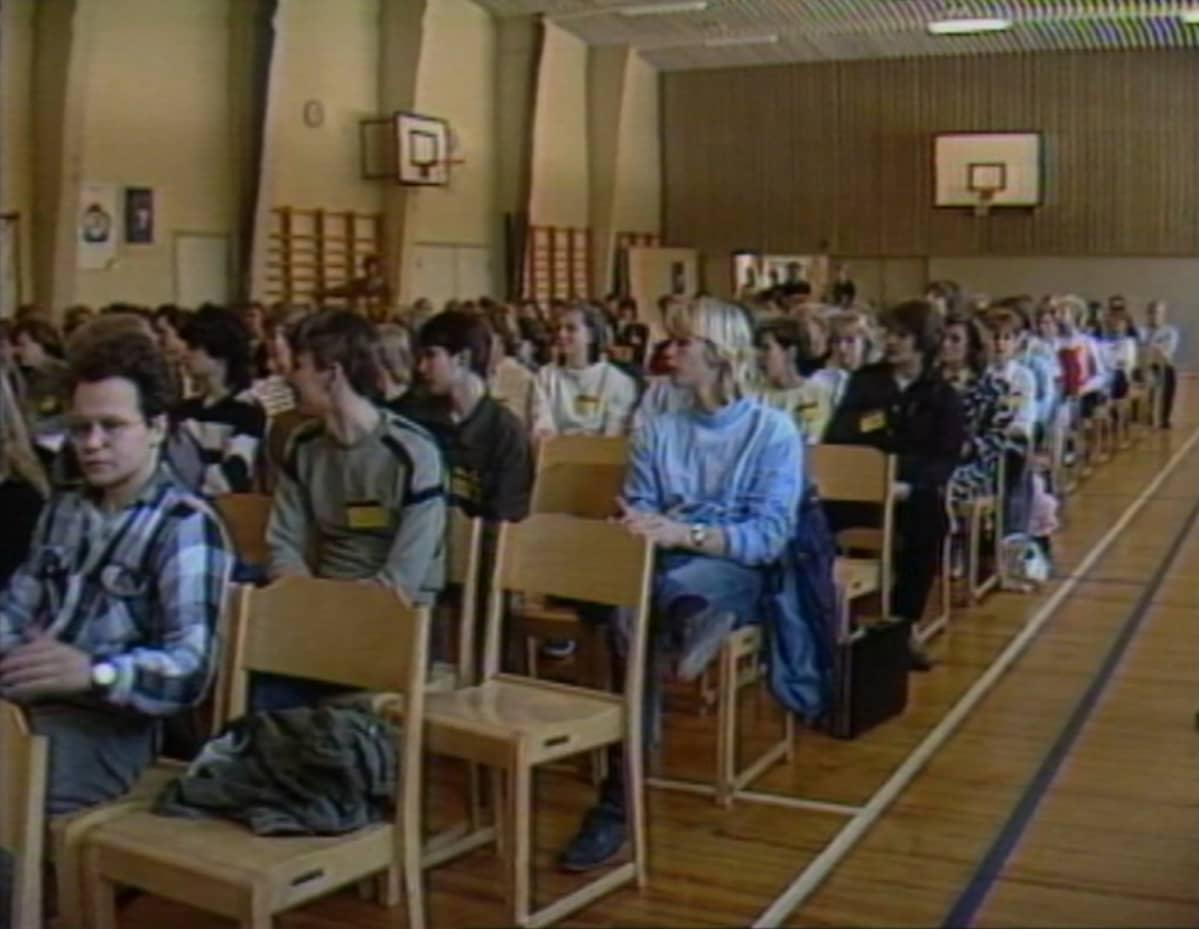 Lukiolaisten oppilaskuntapäivillä Mikkelissä perustettiin koululaisten uusi etujärjestö Suomen Lukiolaisten Liitto. Kuva silloisesta Kalevankankaan lukion liikuntasalista.