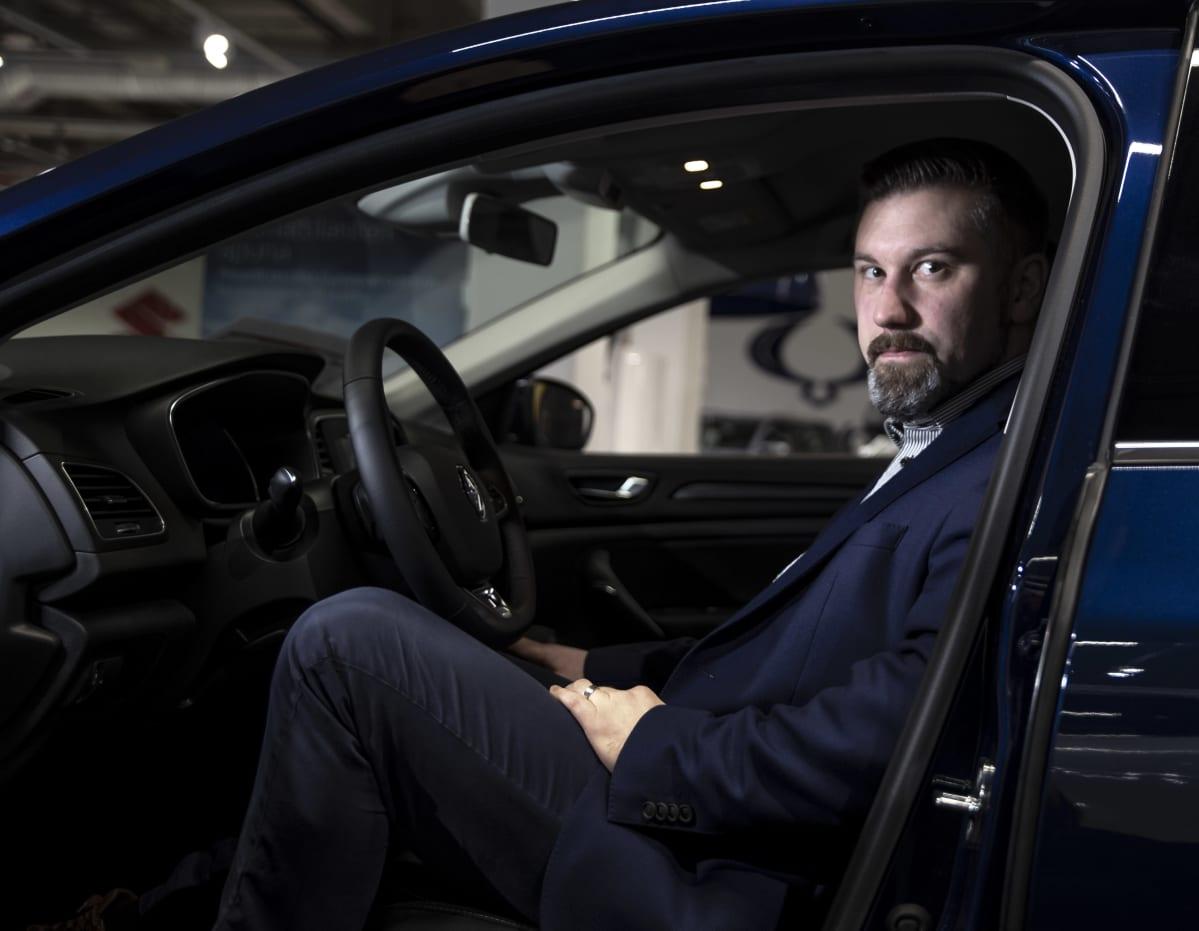 Toimitusjohtaja Juha Rusama Autoverkkokaupasta.