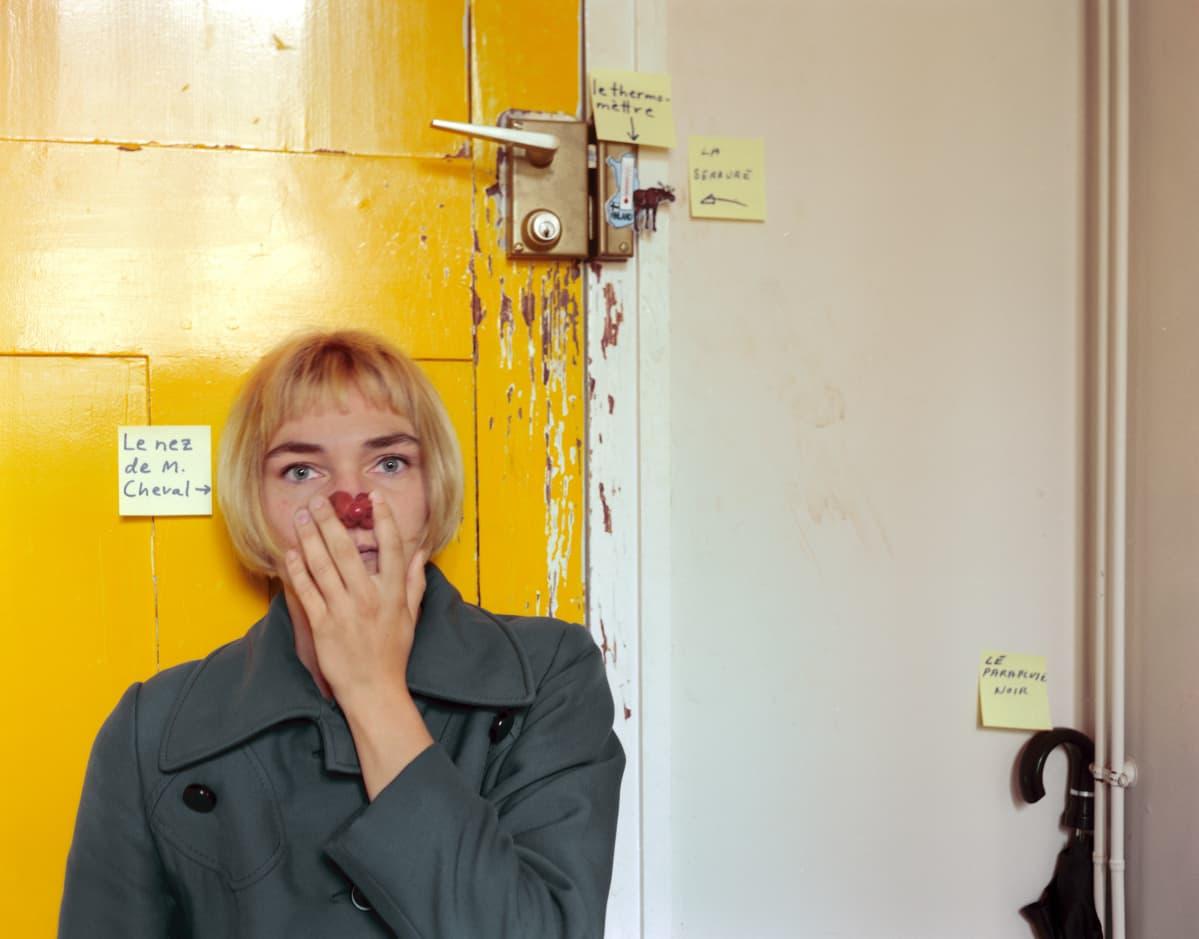 Elina Brotherus: Le Nez de Monsieur Cheval, 1999, sarjasta Suites françaises 2 (portfoliosta 12 ans après, 2014, 40x50cm).