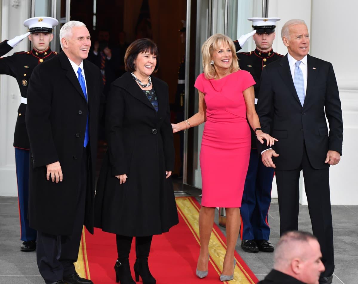 Karen ja Mike Pence sekä Joe ja Jill Biden.