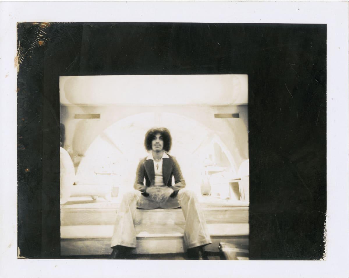 For You -levyn kuvauksissa. Hylätty otos Joseph Giannettin fotosessiosta San Franciscon Macy's-tavaratalossa vuonna 1977.