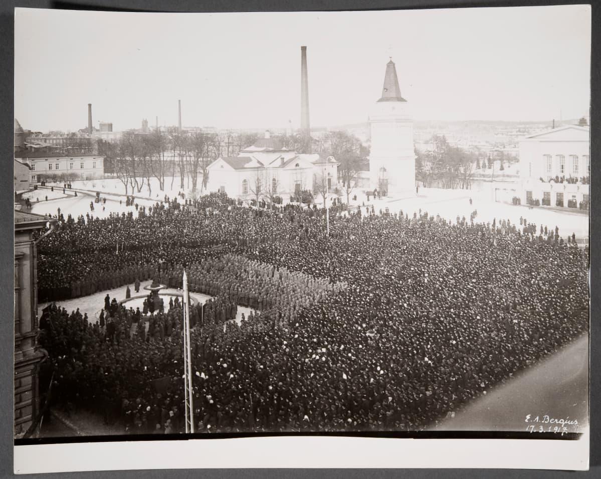 1917 Tampereen keskustorilla