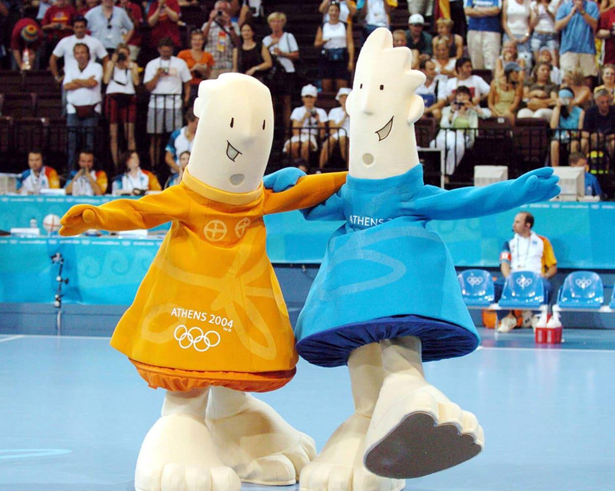 Ateenan vuoden 2004 olympialaisten maskotit Athena ja Phöbus.