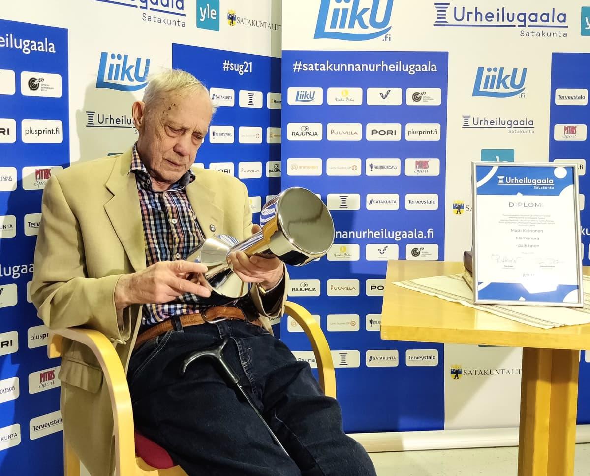 """Entinen jääkiekkoilija Matti """"Mölli"""" Keinonen"""