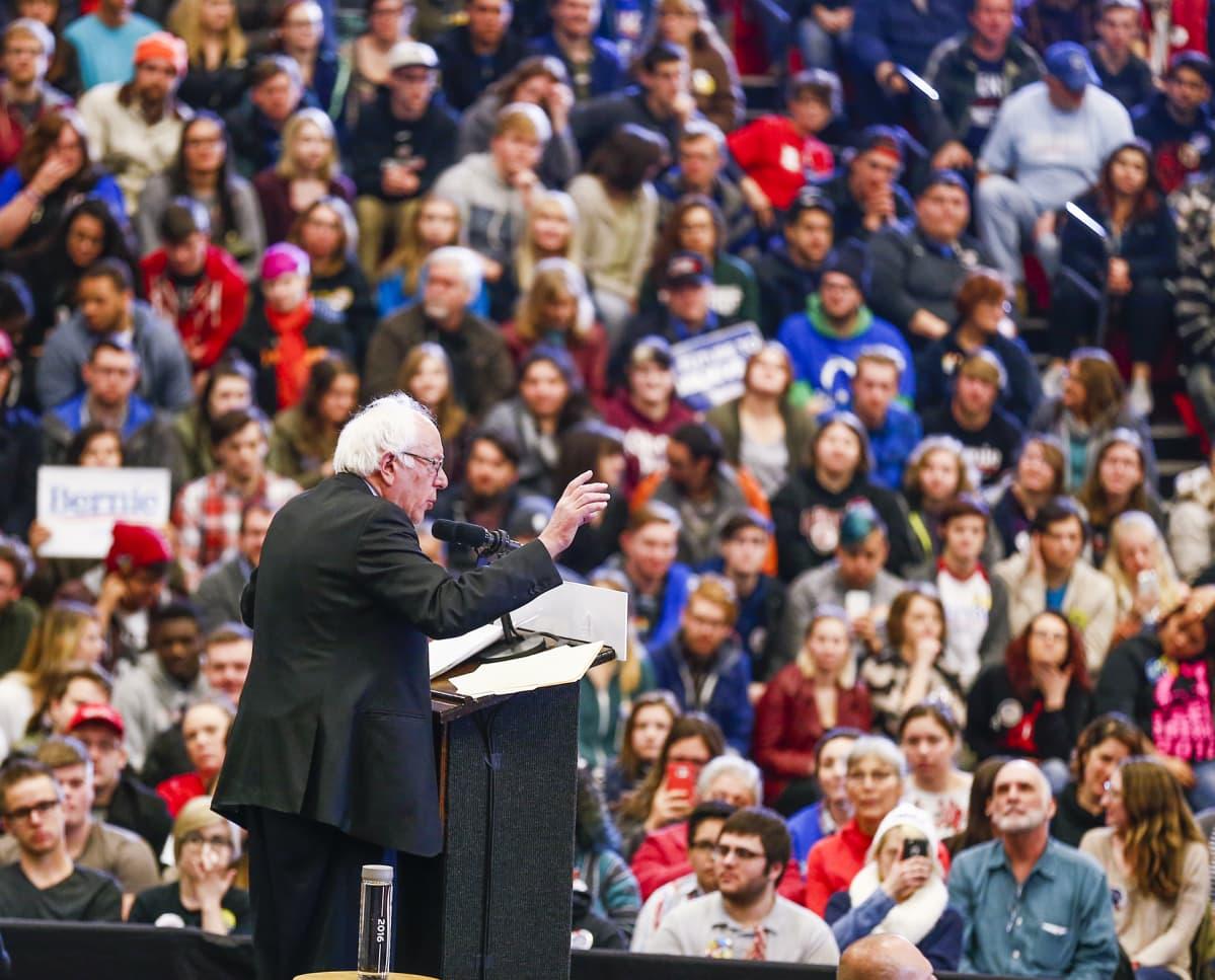 Bernie Sanders puhui täydelle salille Wisconsinin Kenoshassa