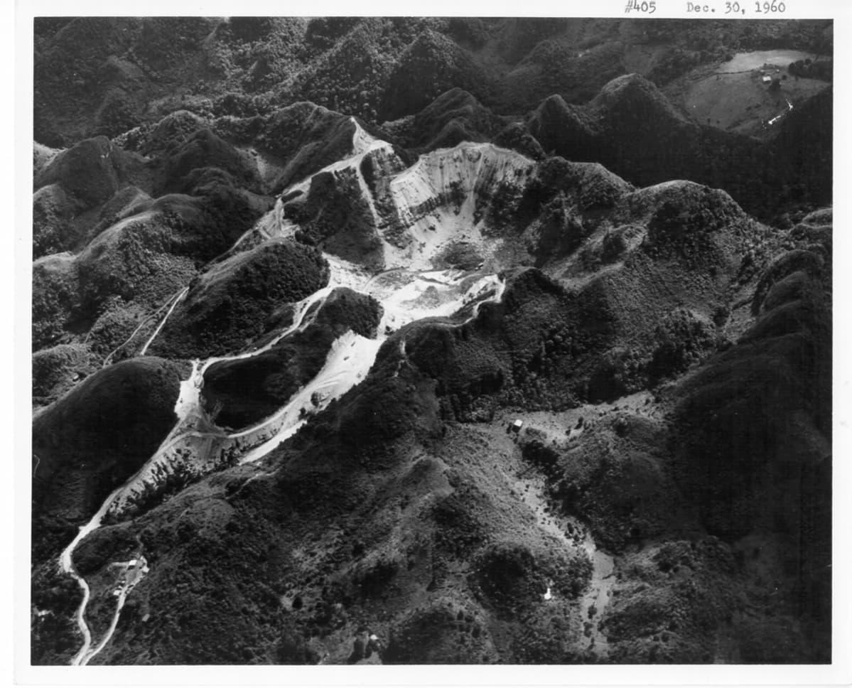 Arecibon observatorion alue ennen teleskoopin rakentamista joulukuussa 1960.