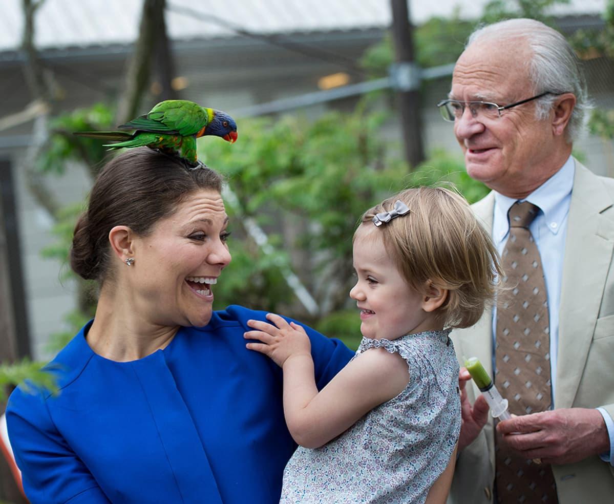 Victoria, Estelle ja Kaarle Kustaa.